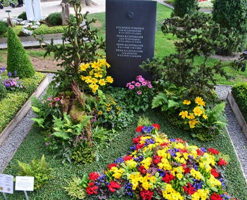 Hergerichtetes Grab durch die Dauergrabpflege